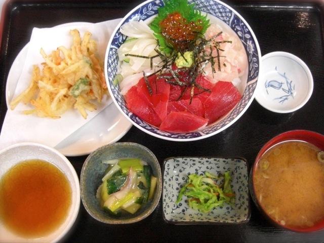 海鮮丼定食 850円. ← 刺